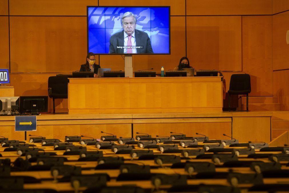 Guterres diz que pandemia está a ser usada para suprimir liberdades