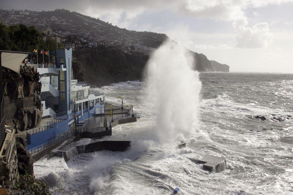 Capitania do Funchal prolonga aviso de agitação marítima forte até terça-feira