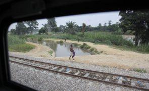 Polícia angolana deteve dois homens por alegado furto de travessas e carris da linha férrea