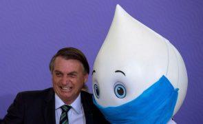 Presidente do Brasil volta a criticar políticas de preços e Petrobras cai a pique na bolsa