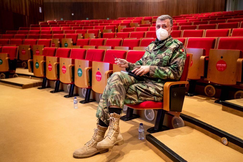 Covid-19: Coordenador da 'task force' sugere adiamento da segunda toma da vacina