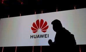 Huawei lança telemóvel dobrável apenas para o mercado chinês
