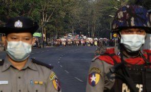 Ministros do G-7 e UE condenaram firmemente violência contra manifestantes em Myanmar