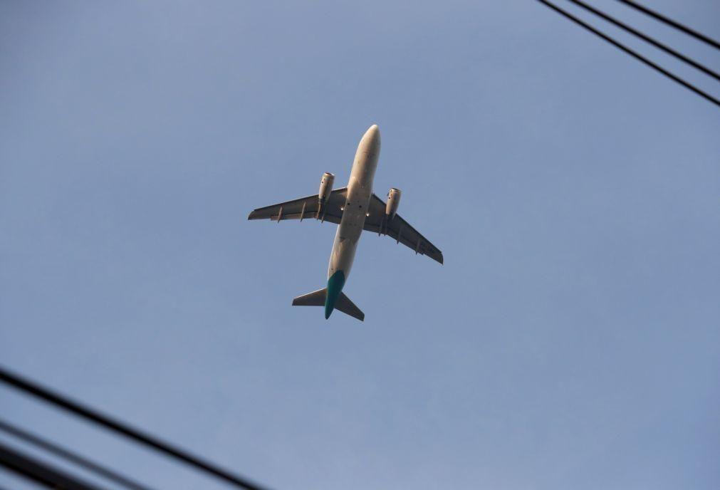 Covid-19: Companhias aéreas insistem em testes rápidos nos aeroportos