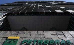 Ações da Petrobras sobem mais de 6% após colapso devido à substituição do presidente
