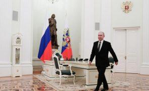 Putin acusa o ocidente de querer