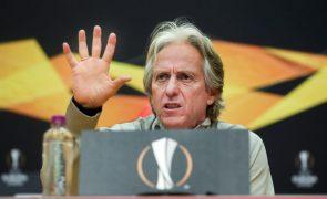 Jesus rejeita responsabilidade na crise do Benfica e garante que não sai