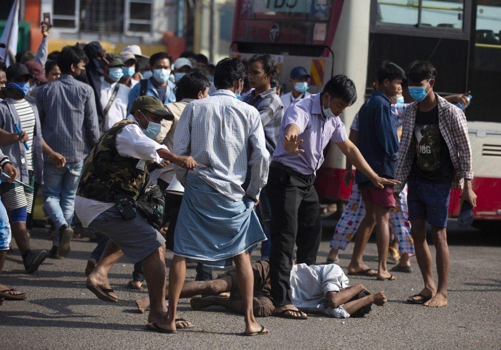 Confrontos em Rangum, Facebook fecha contas ligadas ao exército de Myanmar