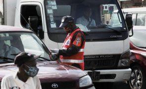 Polícia de Luanda proíbe operações Stop e barreiras para fiscalizar consumo de álcool