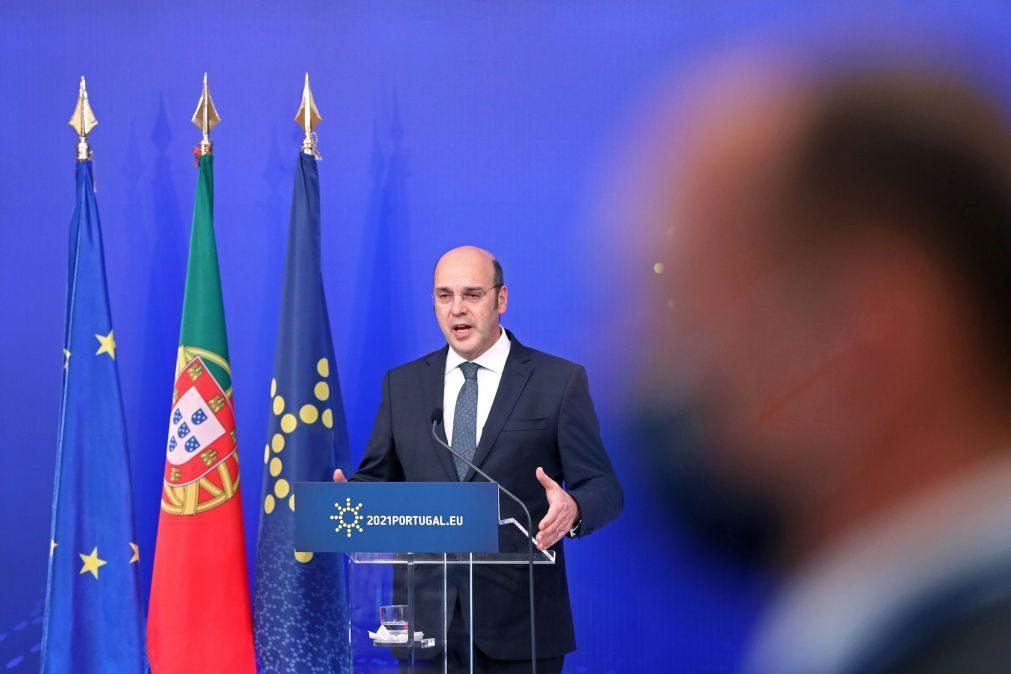 Siza Vieira e comissário Breton contra barreiras no mercado único
