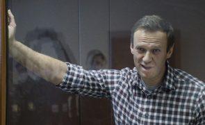 Navalny transferido da prisão para local desconhecido