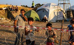 Grécia anuncia encerramento de campo de refugiados de Lesbos