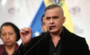 Centenas de agentes da segurança nacional venezuelana acusados de violação dos direitos humanos