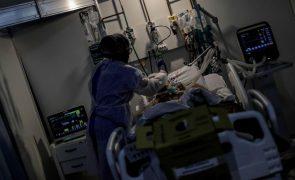 Covid-19: Brasil chega a 250 mil mortes com hospitais em colapso em todo o país