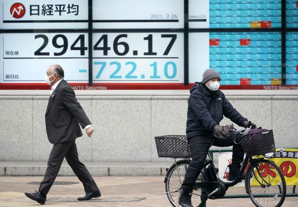 Bolsa de Tóquio fecha a perder 3,99%