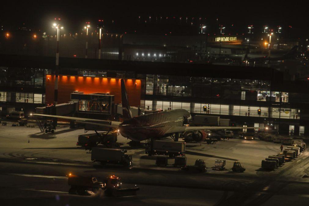 Avião de carga Boieng 777 de companhia russa aterra de emergência em Moscovo