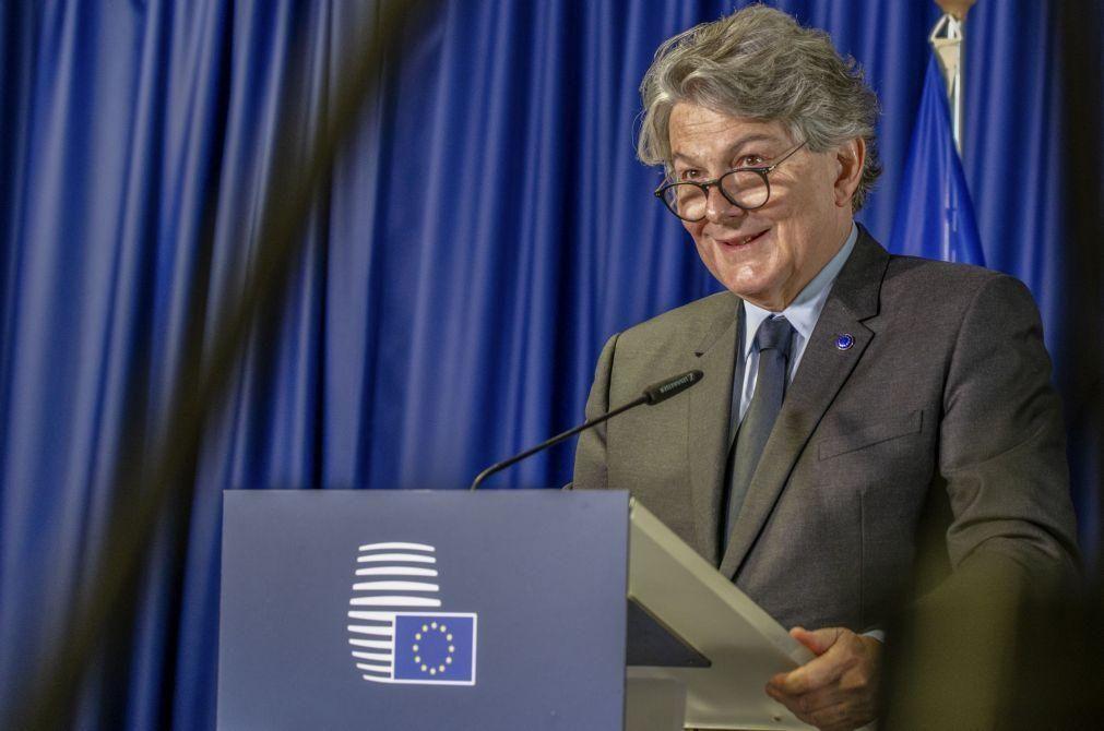 Bruxelas elogia capacidade de reinvenção da indústria europeia