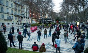Concentração em Lisboa denuncia prisão de Pablo Hasél e entrega petição no consulado de Espanha