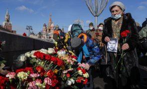 Centenas de russos concentram-se em Moscovo para recordar opositor assassinado