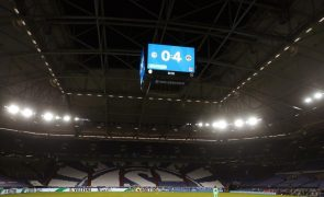 Schalke 04 demite treinador e diretor desportivo