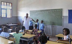 Governo moçambicano vai recrutar mais de 9.000 novos professores este ano