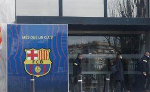 Polícia catalã faz buscas no FC Barcelona e detém ex-presidente Bartomeu
