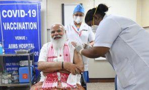 Covid-19: PM indiano vacinado e campanha de vacinação com problemas