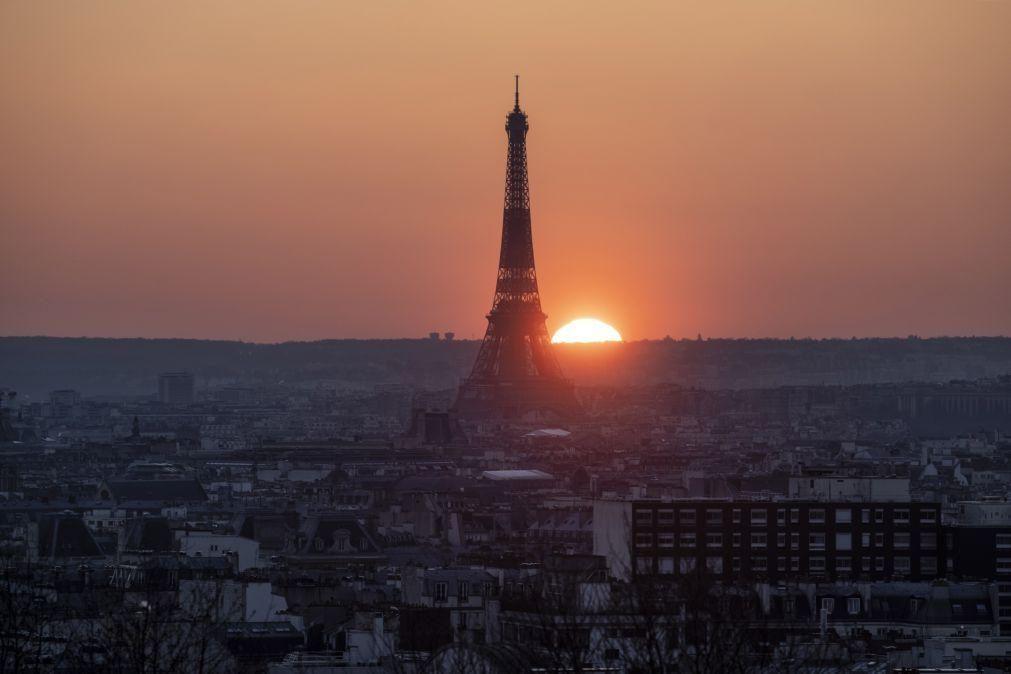 Covid-19: Presidente francês diz que não levanta restrições antes de abril