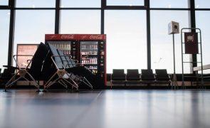 Covid-19: Bruxelas avalia até 2022 lei sobre viagens organizadas para proteger viajantes