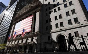 Wall Street segue em alta com avanço de novo pacote de estímulos