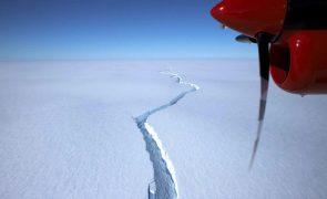 Iceberg do tamanho de Londres desprende-se da Antártida