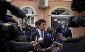 Covid-19: Líder do CDS pede plano de desconfinamento