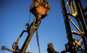 Cotação do barril Brent com forte queda por receio de menos China e mais OPEP