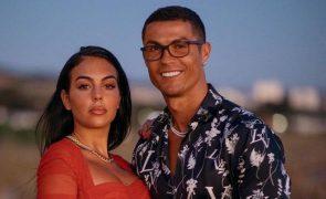 Georgina Rodriguez e Cristiano Ronaldo levam para casa gorila muito especial