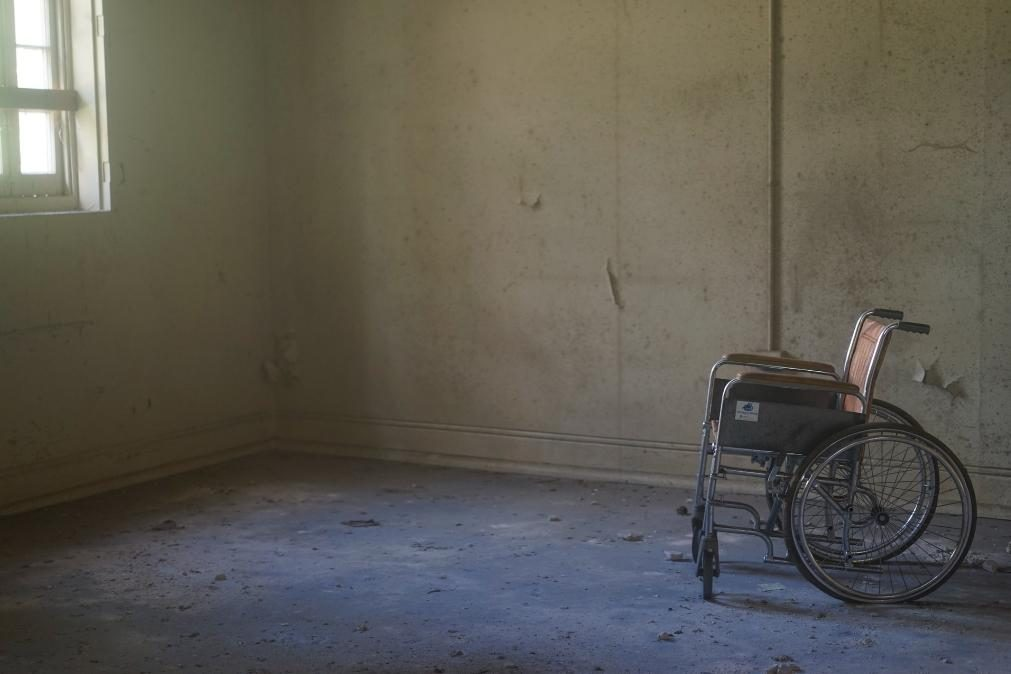 Autista de Felgueiras deixado à chuva e à fome com roupa urinada