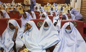 Libertadas e homenageadas pelo governo as 279 raparigas raptadas na Nigéria