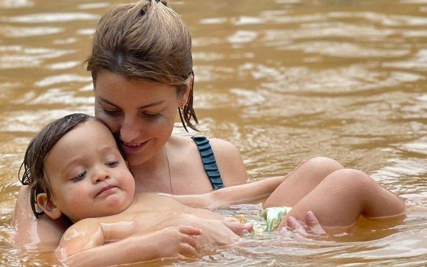 Jessica Athayde desfruta de 'escapadinha' com filho nos Açores