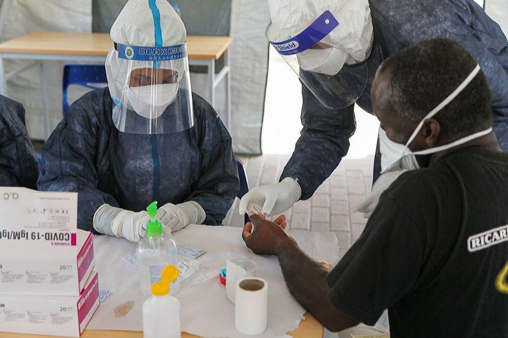 Covid-19: Médicos moçambicanos elogiam prioridades na vacinação