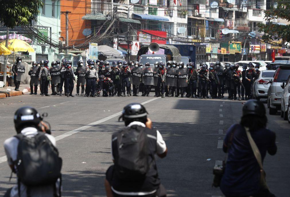 Seis jornalistas detidos e acusados de violar ordem pública em Myanmar