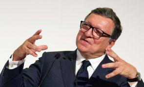 Farmacêuticas devem acabar com pandemia em vez de ganhar mais dinheiro, diz Durão Barroso