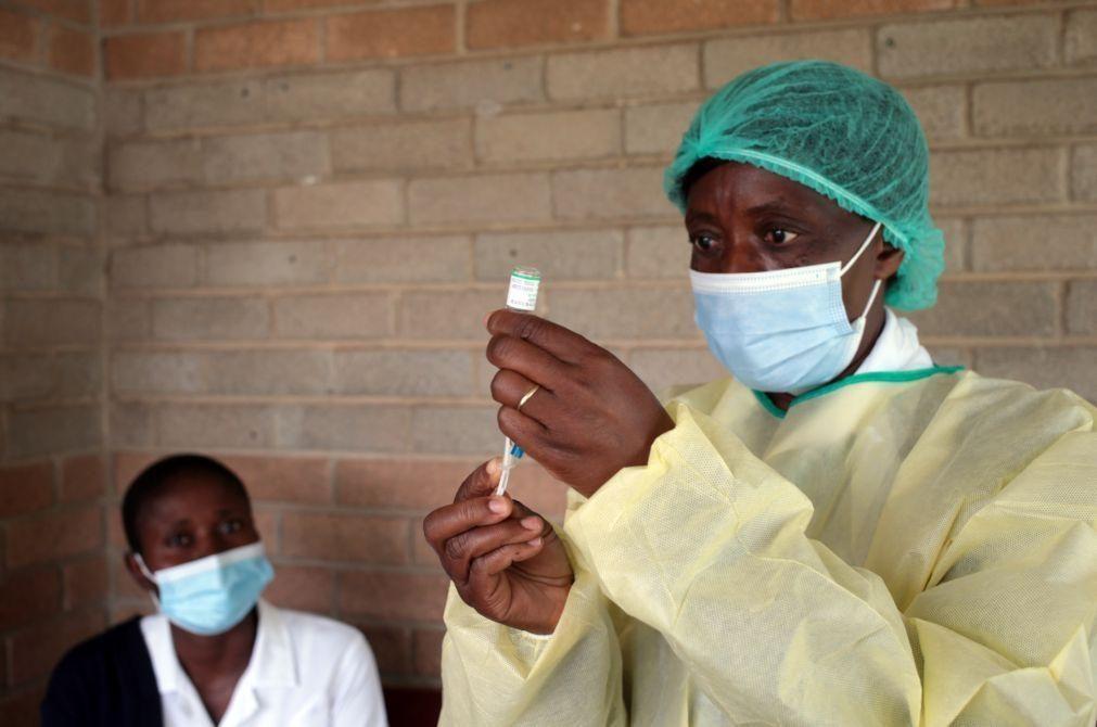 Falta de vacinas em África ameaça recuperação económica mundial - FMI e UE