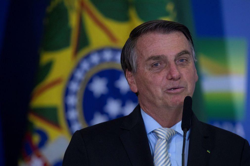 Covid-19: Bolsonaro critica imprensa e acusa-a de tratar Presidente como