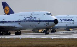 Covid-19: Lufthansa com prejuízo recorde de 6,7 mil milhões de euros em 2020