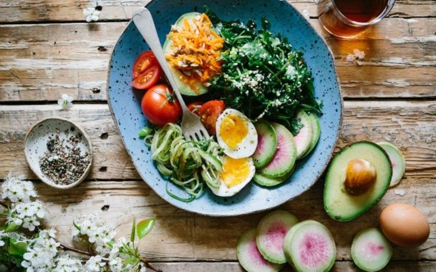 Cinco alimentos presentes nas dietas que afinal engordam