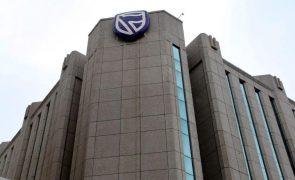 Luso-angolano Carlos São Vicente admite contestar em tribunal afastamento do Standard Bank