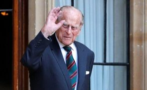 Duque De Edimburgo Submetido a