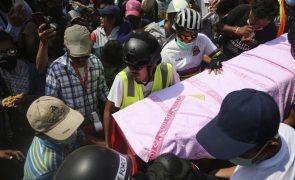 Exército de Myanmar já matou 54 pessoas e tem de parar de assassinar manifestantes