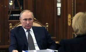 Putin diz que internet pode destruir a sociedade se não for regida pela moral