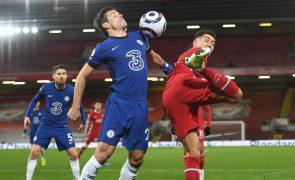 Campeão Liverpool continua irreconhecível e mais longe do 'top-4' em Inglaterra