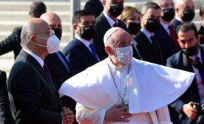 Papa agradece aos bispos e padres por permanecerem